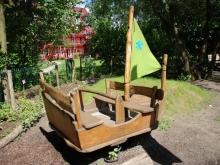 Schiff im Garten